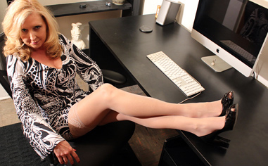 Pantyhosed Fetish download